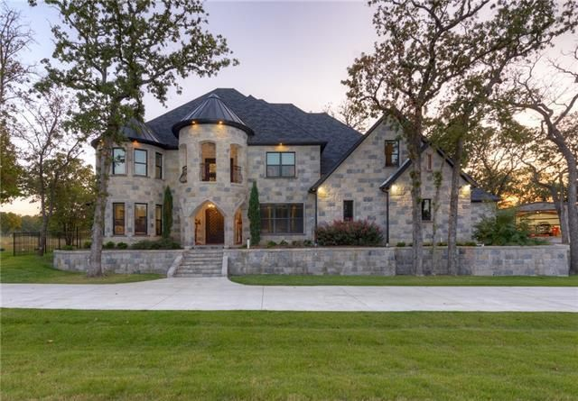 966 Meadow Dr, Lewisville, TX 75077